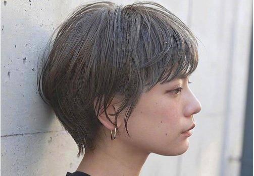 女生齐刘海波波头短发发型图片