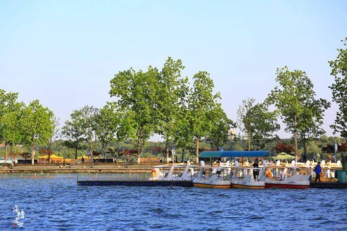 """玄武湖公园,南京江南皇家园林,被誉为""""金陵明珠"""""""