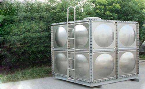 养鸡场安装不锈钢水箱有什么好处呢?