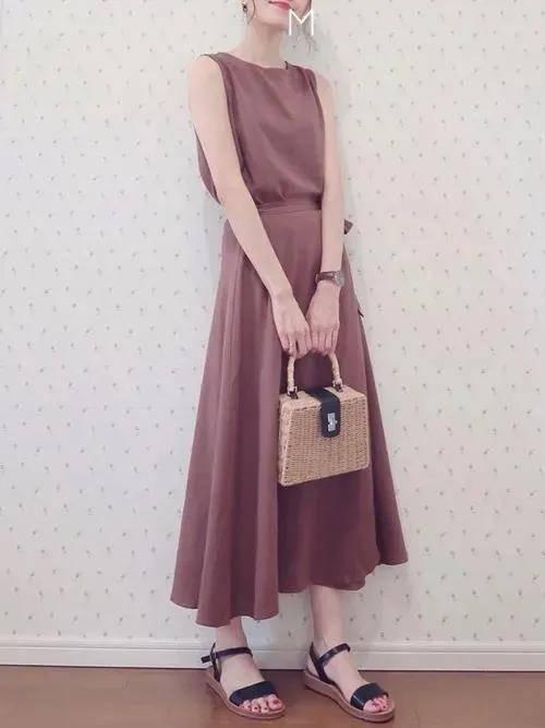 爱穿裙子的日本短发小个子,夏季裙装简约气质,可爱又性感!