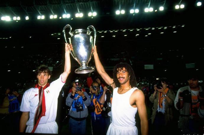 原创             31年前今天AC米兰勇夺欧冠,建立米兰王朝的球星们你能认出几个?