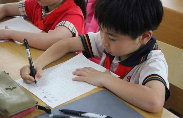"""#兴趣#学龄前选用""""什么笔"""",原来都是有讲究的,孩子写字如何提高兴趣"""