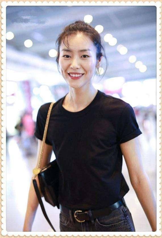 一件黑T恤,刘雯教你9种穿法,时尚又显瘦!学会一周穿搭不重复