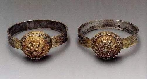 钻戒的历史:谁规定结婚必须买钻石戒指的?