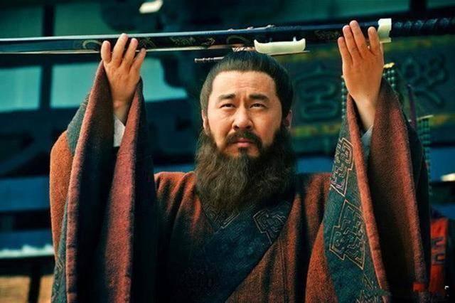 诸葛亮草船借箭,为何曹操白白浪费十万支,都没想到用一支火箭?