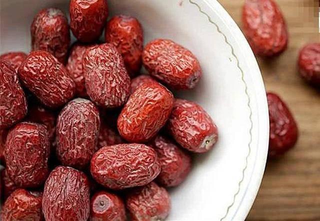 正常红枣与硫磺熏过的红枣怎么区别?枣农:记住两点,别再瞎买了