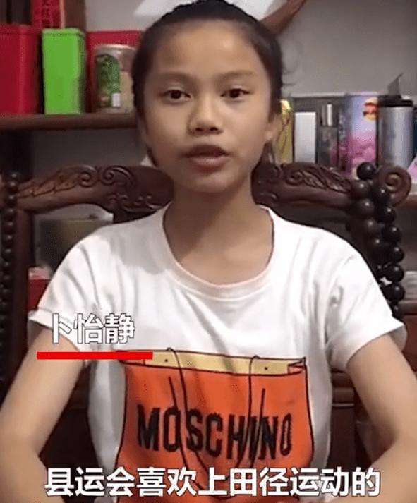12岁小女孩跑步火了!女孩每天跑步妈妈骑摩托陪练