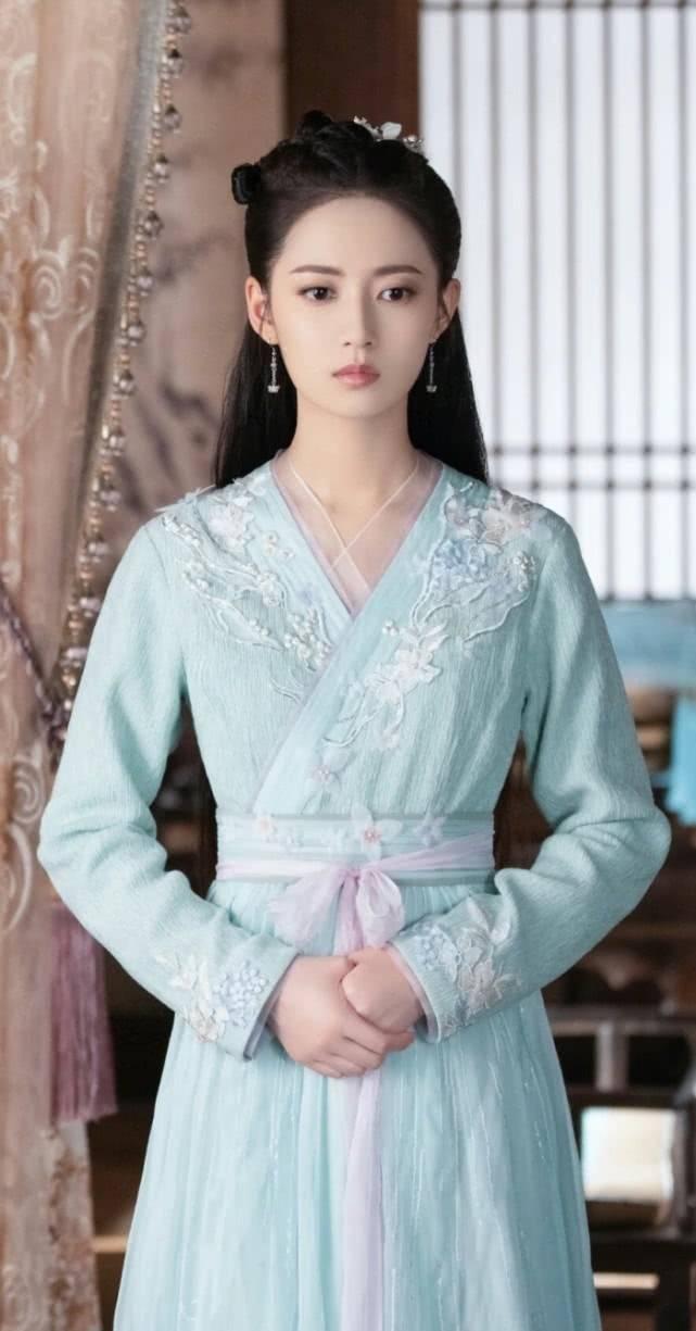 罗云熙原创罗云熙公主抱陈钰琪轻轻松松 可到抱杨紫,这脸上表情就让人