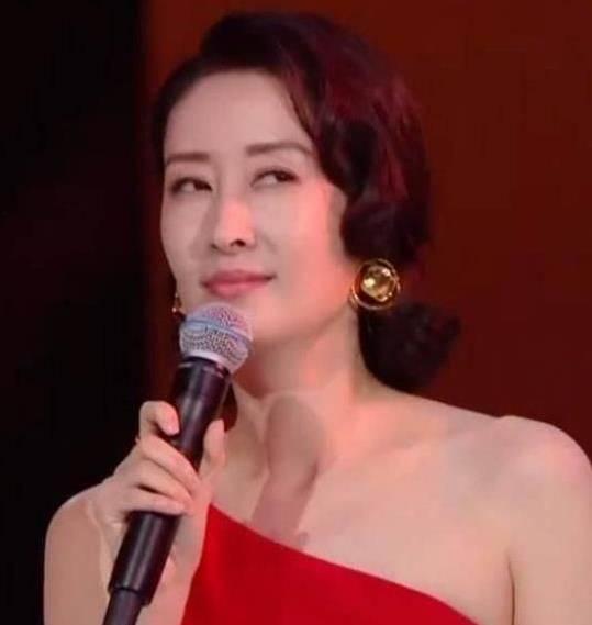 模仿刘敏涛唱歌算什么?神还原朱茵蔡少芬才是谢娜的高光时刻