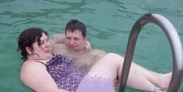 和20岁继子订婚的俄罗斯大妈怀孕了!减肥励志变美,如今又要当妈