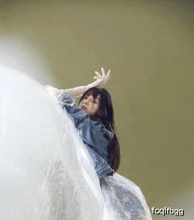 原创迪丽热巴又美回来了,和鹿晗划清关系,才是真的百变女神