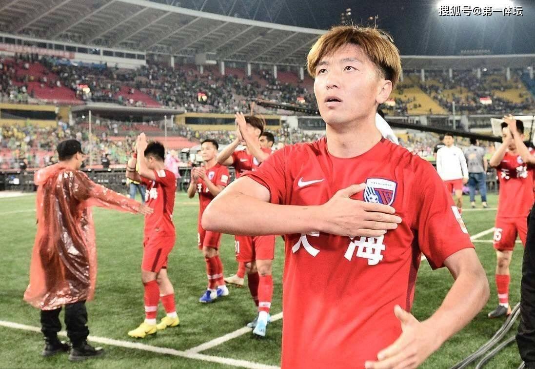 原创             杨旭身现申花训练场 加盟在即让人期待 足球生涯最后一站吗?