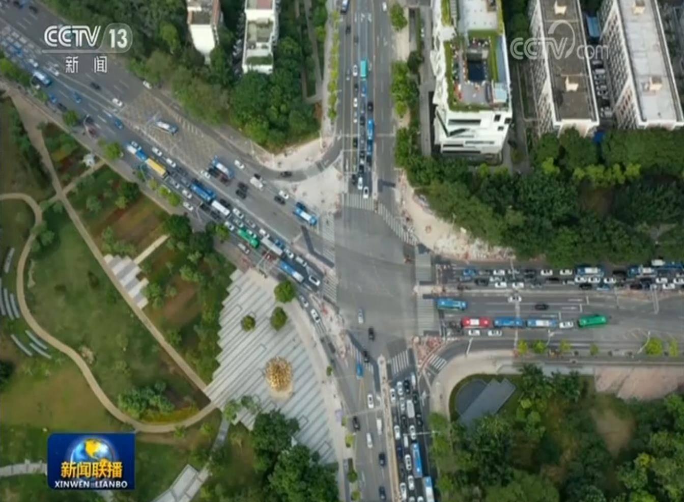 左转加直行路口标识线