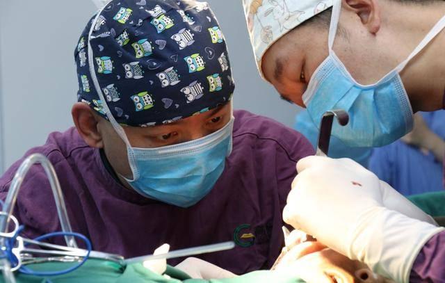 耳再造手术埋置扩张器造耳有哪些注意事项?