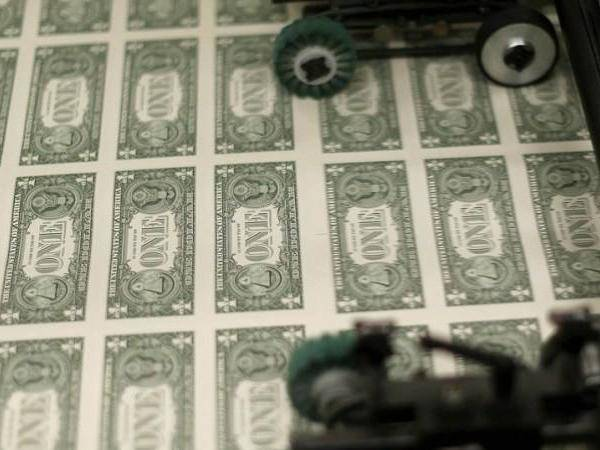 美元时代要结束?美开启无限印钞模式,特朗普:拿纸和你们换物资_庄和闲