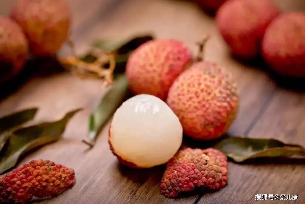 原创103名儿童因吃荔枝死亡!夏季这3种水果,宝宝再喜欢也不能这样吃!