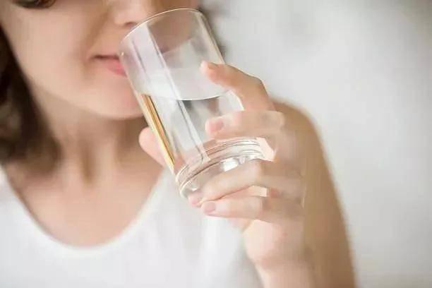 倩狐:喝水也能减肥?记住这几个时间段,让你越喝越瘦~ 减肥方法 第6张