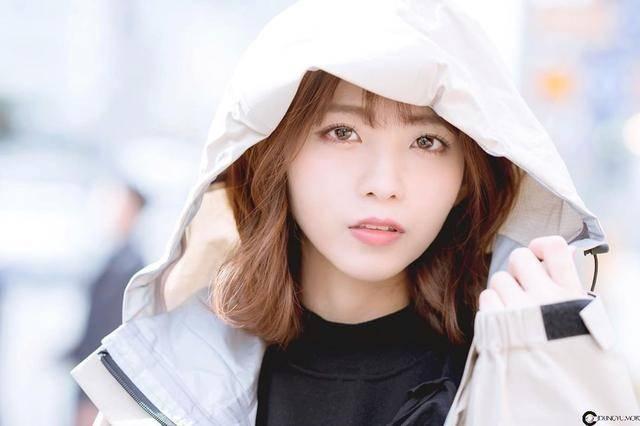 F罩杯丰满欧派史上最正赛车皇后早濑彩,隐约散发出御姐系初熟魅力