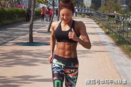长相甜美身材却很强壮,通过不断努力,24岁成为健身教练 动作教学 第5张