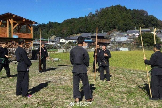 日本首位忍者专业硕士生毕业 种大米和蔬菜自给自足
