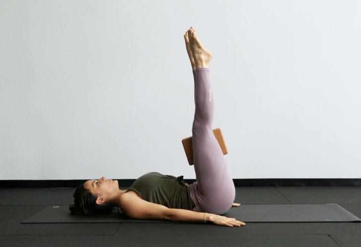 9大瑜伽体式,搭配瑜伽砖辅助训练轻松解锁,瘦身效果加倍噢_身体 知识百科 第10张