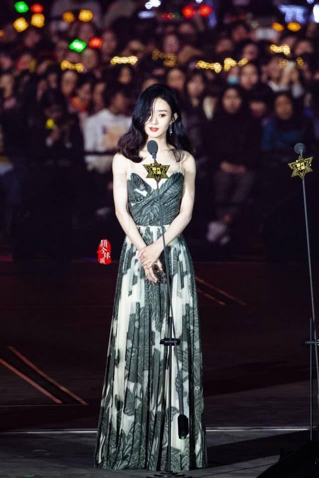显得原创赵丽颖再录综艺 抓拍照只剩下瘦了,立人设要当第二个刘涛?