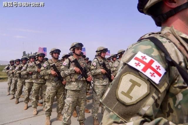 印军为前线士兵派发防弹衣,打开包装:中国制造