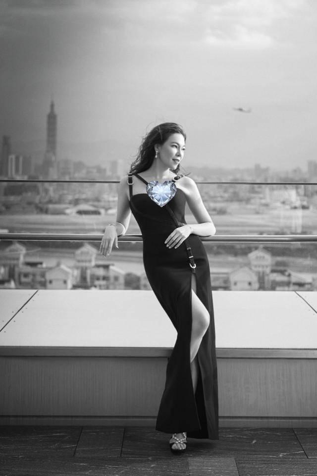 原创 富士康创始人妻子颜值不输女星,45岁身材似少女,伴舞变豪门阔太