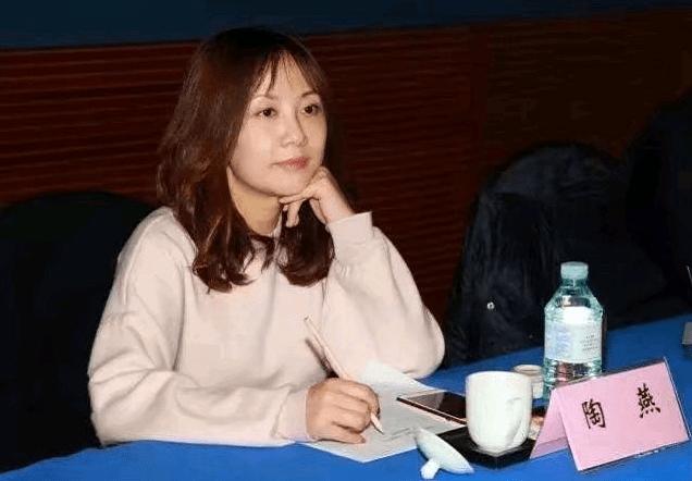 浙江卫视原主任受贿被判5年,周冬雨遭牵连,过亿片酬质疑被重提