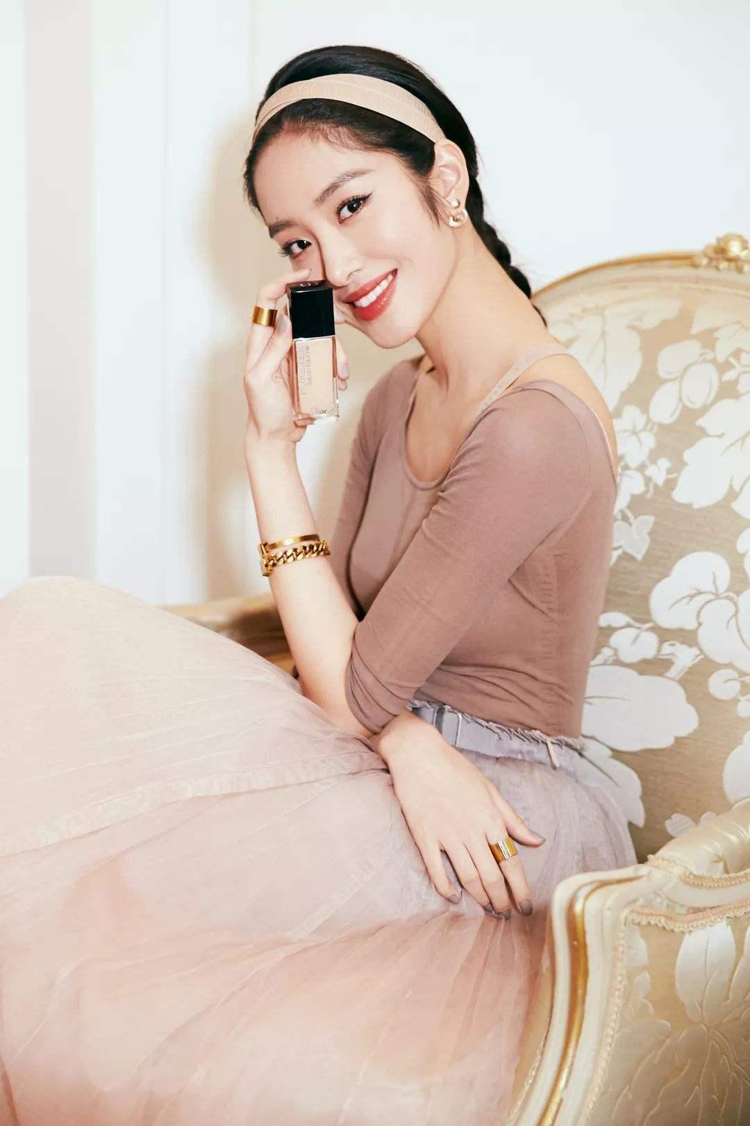 杨采钰的法式穿搭让人看不够,收下她这套万能公式,尽显优雅风情