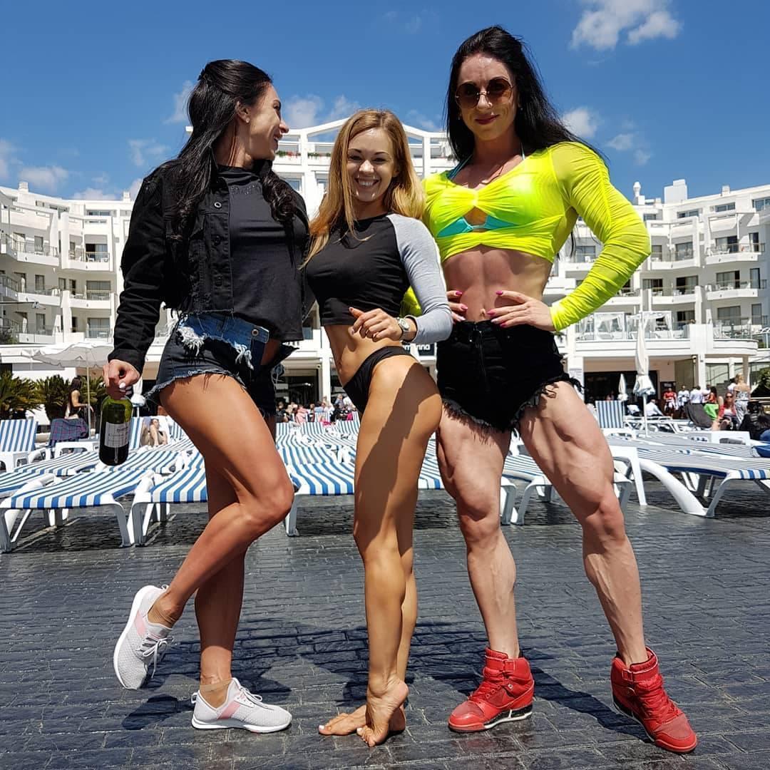 职业健美选手,从苗条姑娘变成金刚芭比,完美肌肉秒杀大部分男生