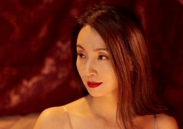 """陶虹年轻时有多惊艳?姜文夸她像""""狐狸"""",徐峥第一次见她就涨红了脸!"""