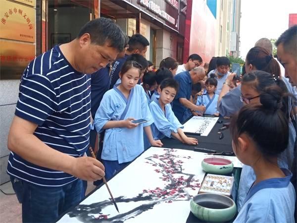 顾见君教育,让世人感受到中国书法力量