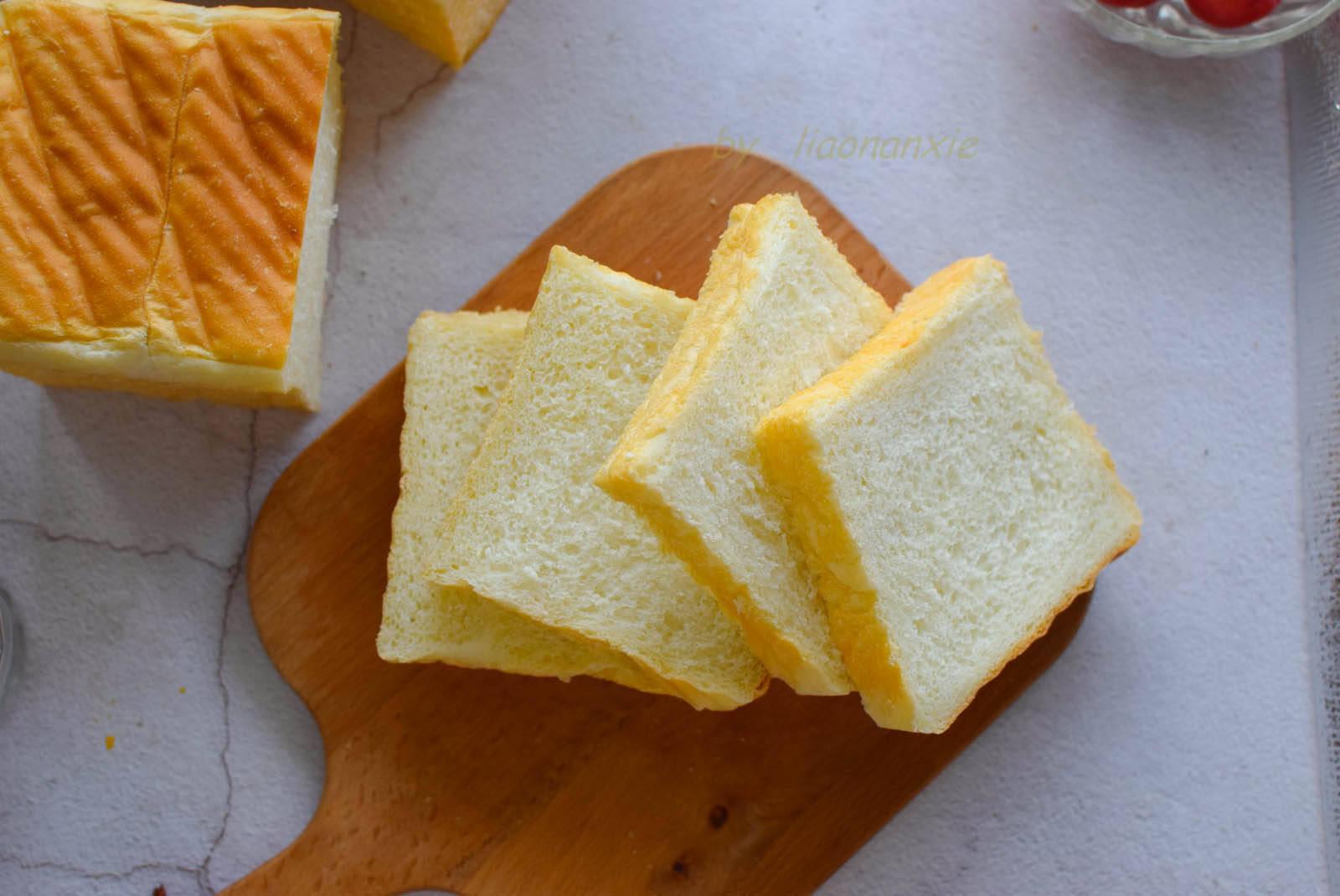 「面团」这个要点一定要注意,否则面团很难揉出膜,夏季做吐司面包