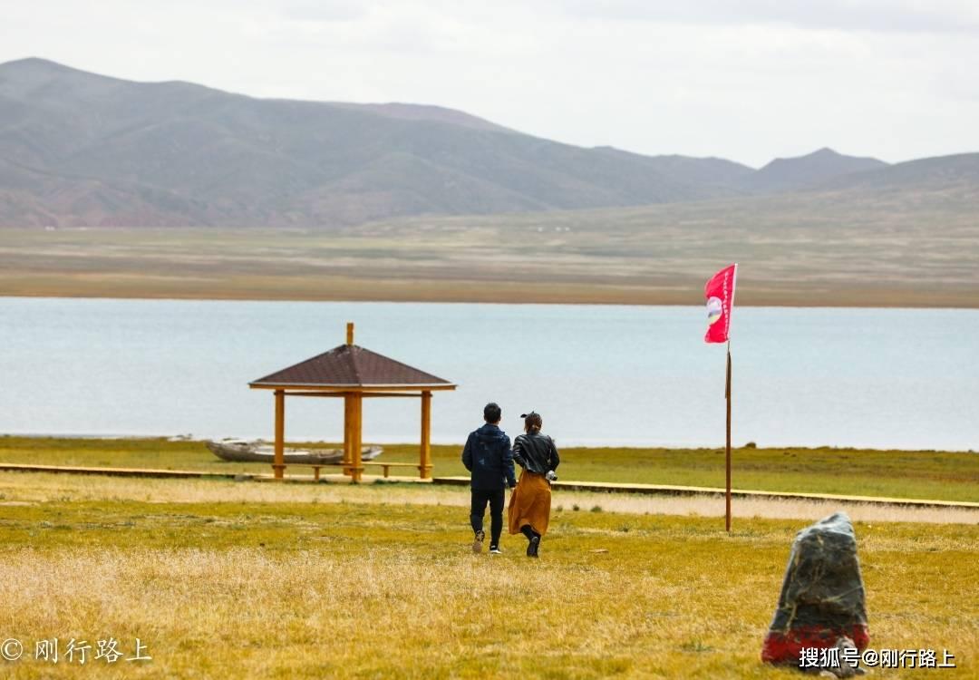 原创             七月的青海海西万里无云,是自驾出行的最佳时节