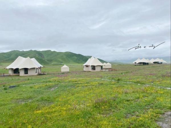 """甘南在甘南机场周边住宿,每晚收费3000元,是甘南""""最豪华""""的帐篷酒店。"""