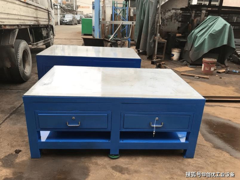 机器维修和钳工桌