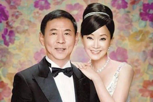 原创 不愧是台湾第一名媛的妈,65岁跟孙女合照似姐妹,离婚马上嫁富豪
