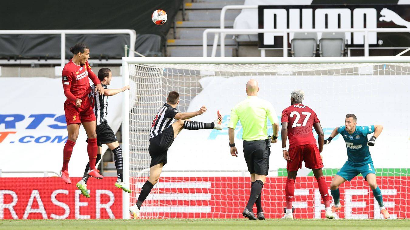 英超-范迪克扳平马内破门 利物浦25秒丢球3-1逆转
