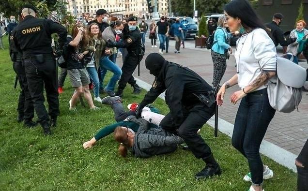 """白俄罗斯就是下个克里米亚?卢卡申科:俄""""小绿人""""在明斯克出现"""