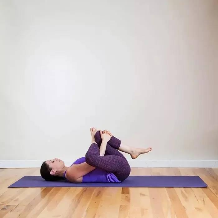 预防脊柱侧弯,防止塌腰问题,这套瑜伽拉伸序列,让你气质美如花_身体