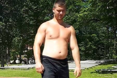 高1米89重228斤小哥,看他健身1年,25岁到26岁的身材变化
