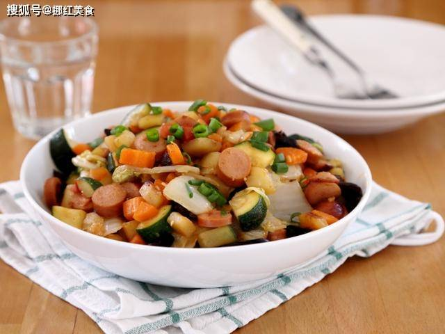 土豆这样做是饭又是菜,一锅乱炒农家味,越吃越香营养真丰富