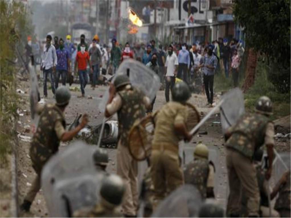 边境线前移8公里,印度数千人汇集街头,要求立即开战,动用核力量