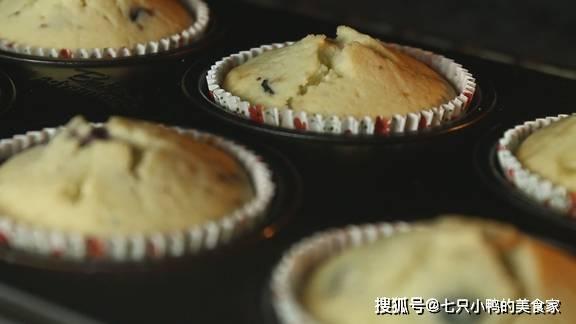【蓝莓马芬】蓝莓的清甜,让蛋糕的醇香发挥的淋漓尽致