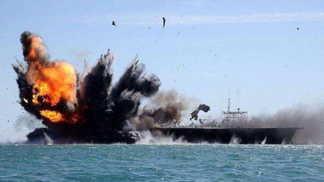 伊朗终于行动,为了能击沉美国航母,大批导弹和军舰集结霍尔木兹