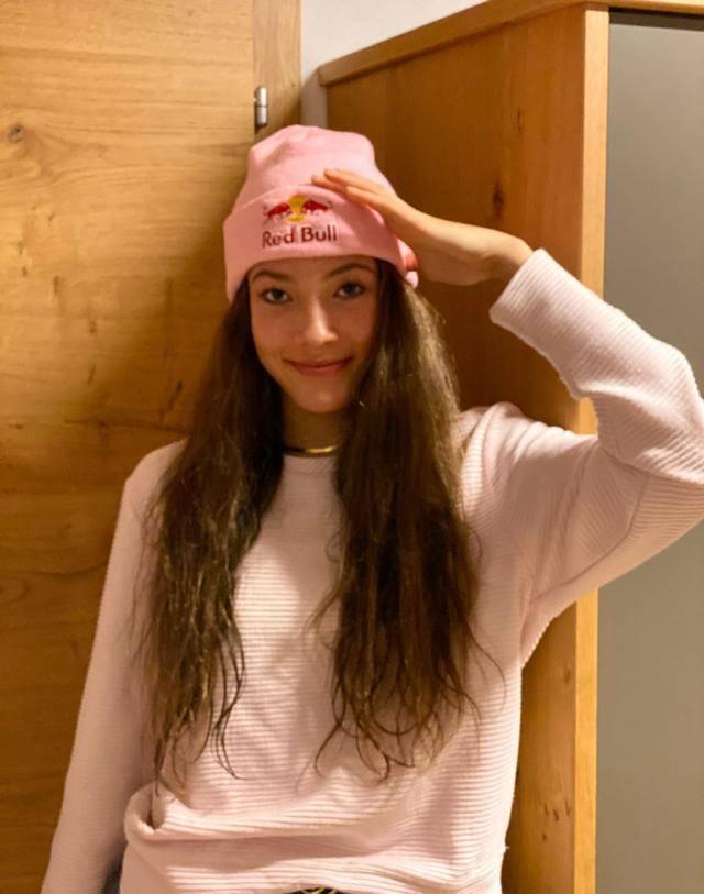 新晋滑雪女神天赋异禀,归化中国后夺冠成名,16岁亭亭玉立太养眼