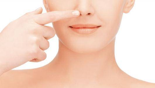 """鼻子上的黑头,三种方法拔除,清洁干净,不再是""""草莓鼻"""""""