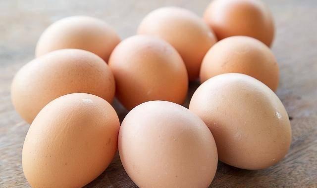 每天吃一个鸡蛋,和每天吃两个鸡蛋,哪个对身体更健康?不妨一看