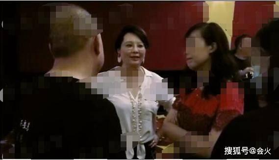 """袁立@三婚后身材大走样,""""杜小月""""也逃不过中年发福?袁立近照罕曝光"""